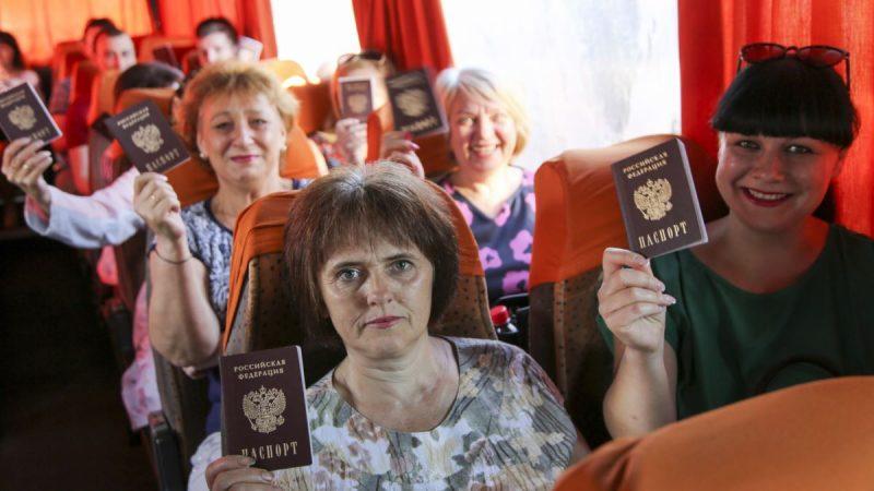 Жители ОРДЛО едут на голосование по поправкам к Конституции РФ
