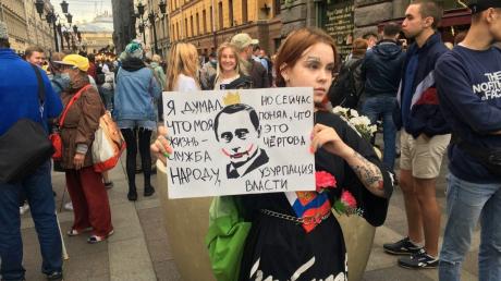 Массовые протесты в Москве и Питере.