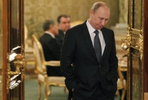 Власть Путина ослабла.