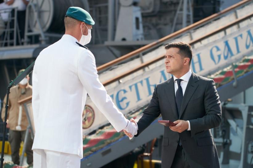 Президент вручил награды украинским морякам