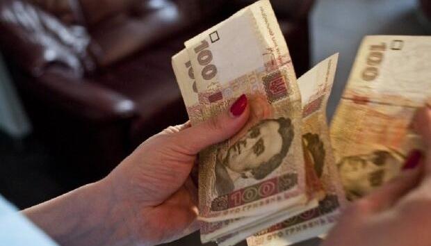 В Украине вырос средний размер больничных и декретных