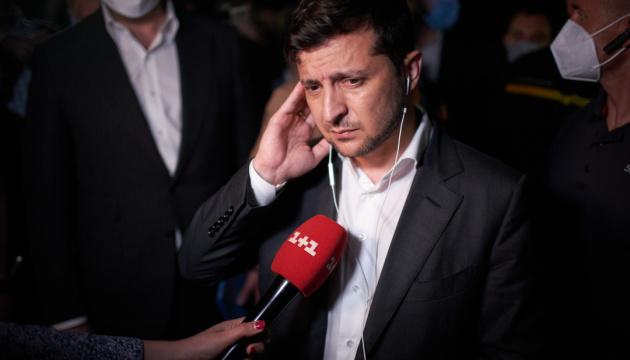 """Президент рассказал, как по телефону договаривался с """"луцким террористом"""""""