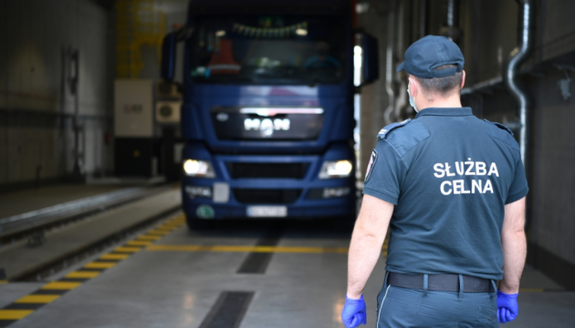 На границе Польши с Украиной стоят более 500 грузовиков