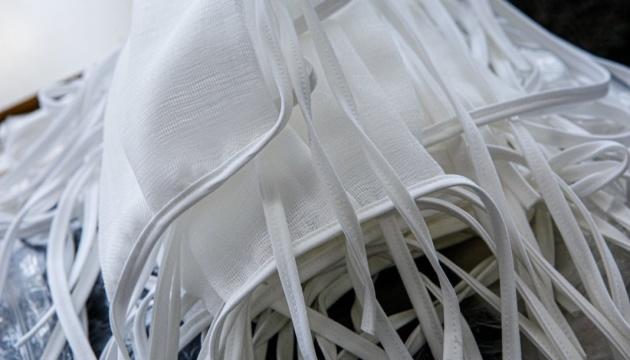 Министр советует выбрасывать использованные маски, которые 72 часа полежали в пакете