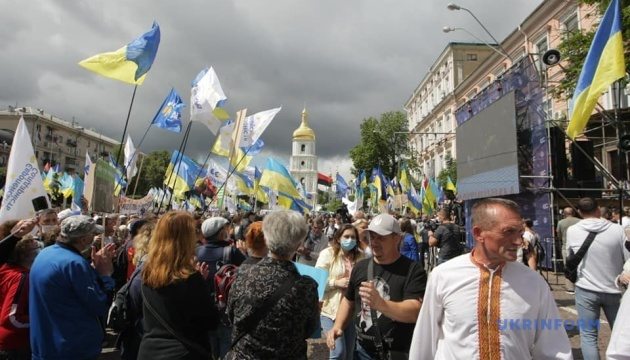 Под Печерским судом – акция в поддержку Порошенко