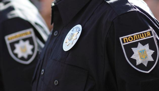"""Ограбление авто Укрпочты: полиция ищет бежевую """"Ладу"""" с черным крылом"""