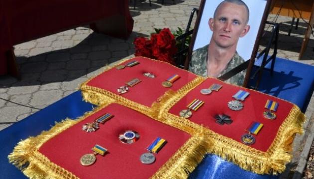 Представитель Минветеранов поехал на Днепропетровщину к отцу погибшего военного Журавля