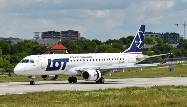 Польская LOT запустила авиарейсы Варшава-Львов, но туристам они пока недоступны