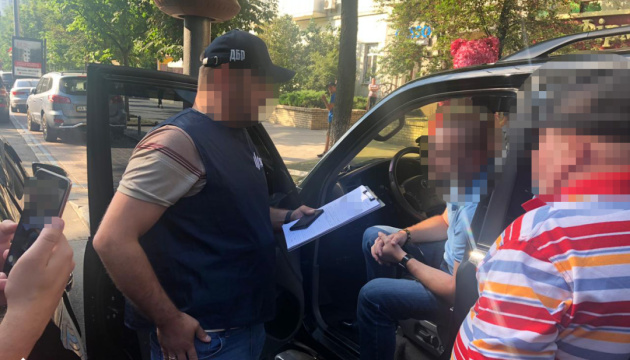 ГБР поймало сотрудника СБУ, который обещал устроить на работу за три тысячи долларов