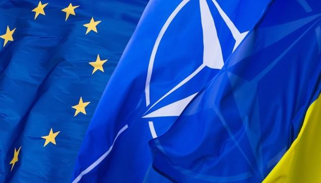 Более половины украинцев - за вступление в ЕС, чуть меньше хотят в НАТО