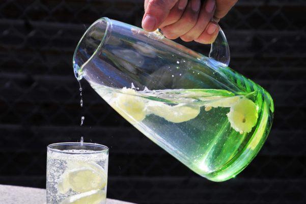 Полезные свойства воды с лимоном.