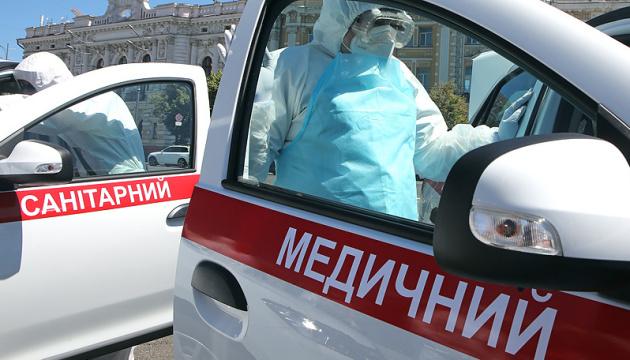 За сутки коронавирус в Украине обнаружили в 39 медиков и 68 детей