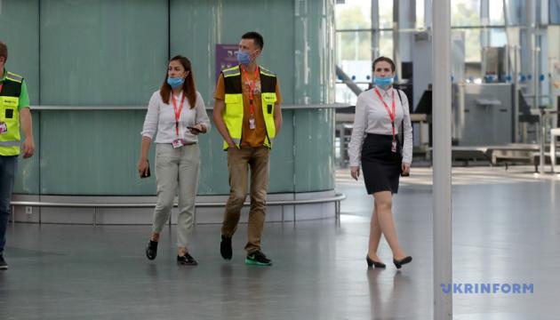 Для въезда украинцев в условиях пандемии сейчас открыты 42 страны - Кулеба