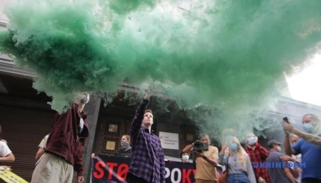 Под Офисом генпрокурора проходит акция в поддержку Антоненко и Кузьменко