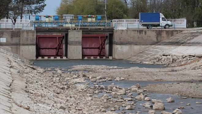 Северо-Крымский канал на замке.