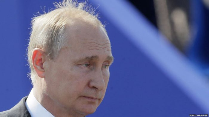 Уставший дедушка Путин.