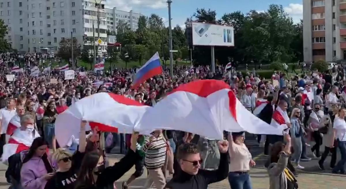 Российский флаг в Минске