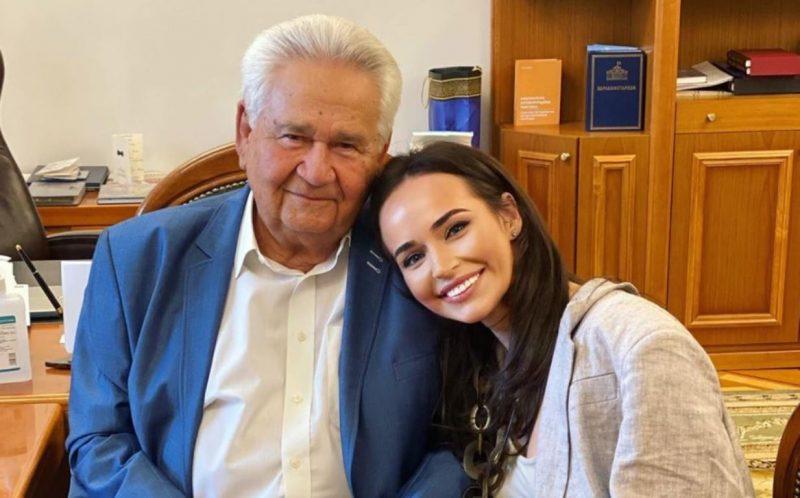 Витольд Фокин со своей внучкой