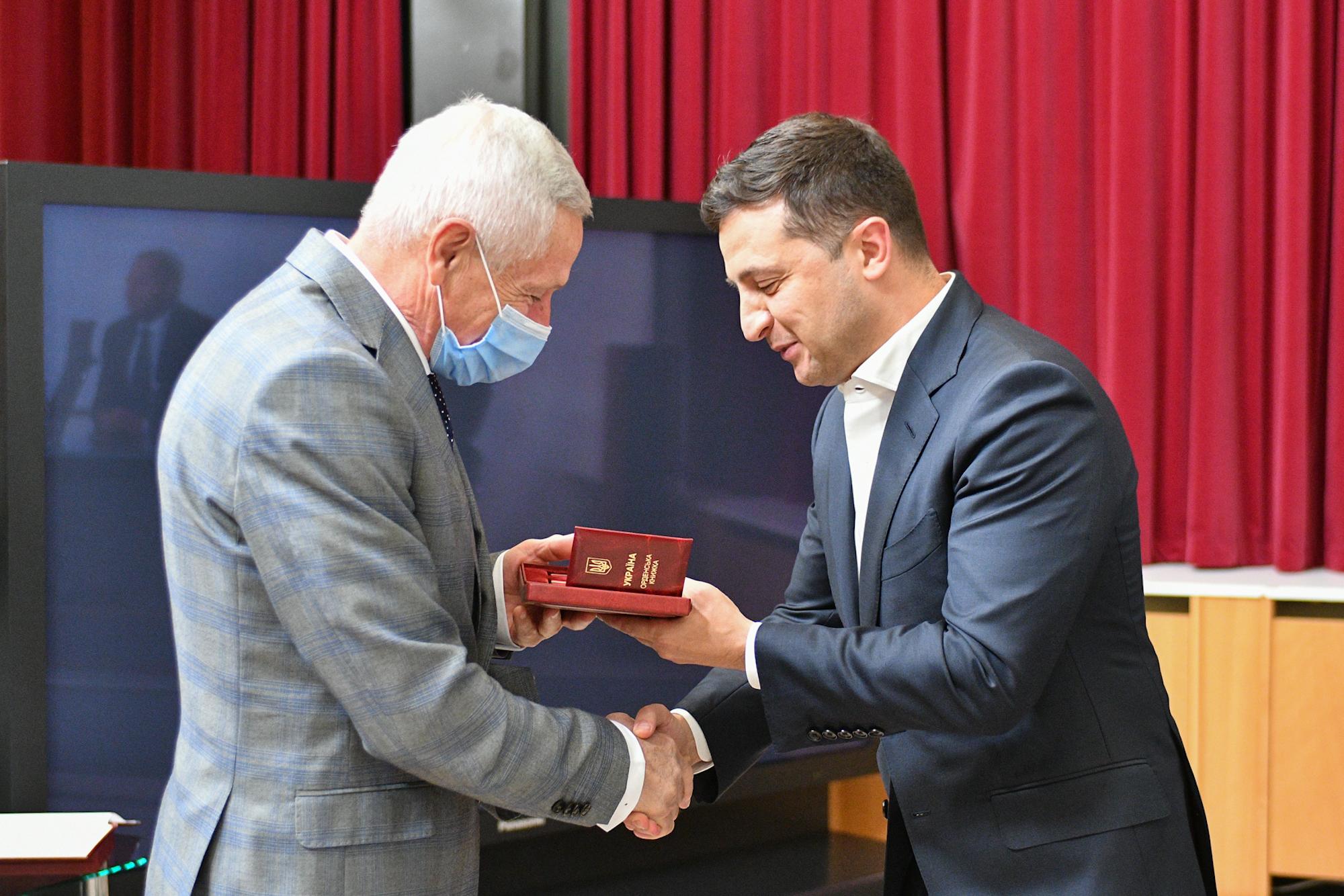 Зеленский вручил государственные награды выдающимся игрокам Динамо