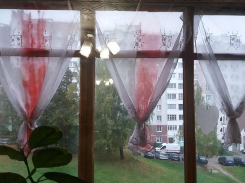 Бело-красно-белые шторы
