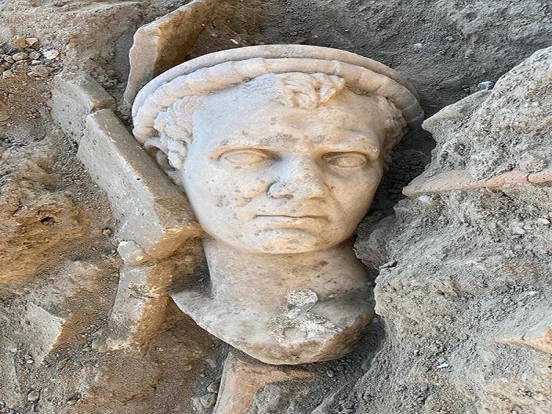 Древняя статуя, обнаруженная в Турции.