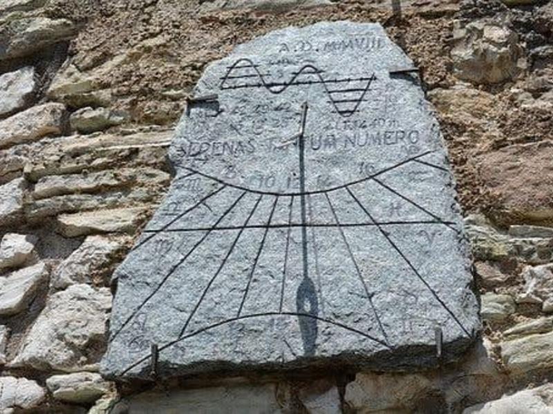 Древний дорожный знак