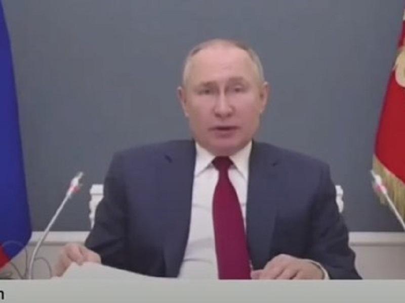 Путин угрожает применить военную силу в ответ на санкции Запада.