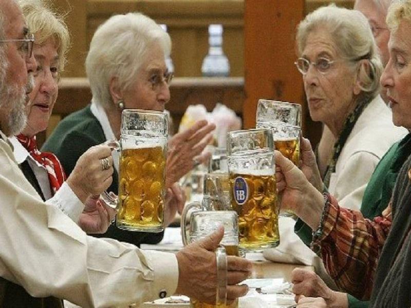 Пиво способствует долголетию.