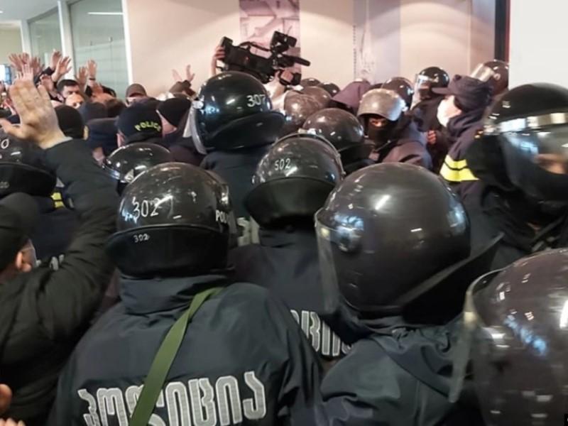 """Штурм офиса """"ЕДН"""" в Грузии"""