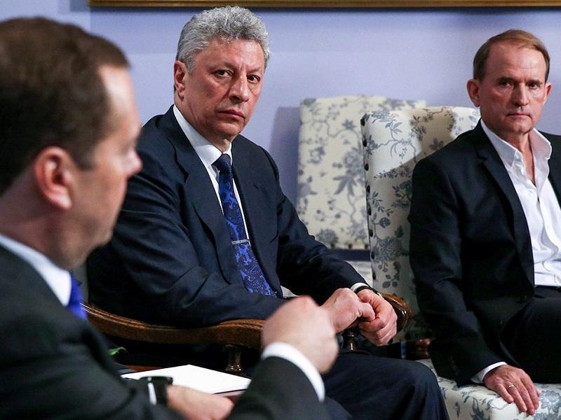Медведчук обсудил с Медведевым вопрос закрытия каналов.