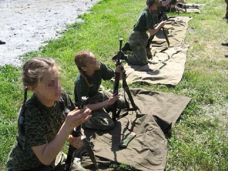 Боевики массово готовят детей к боевым действиям против Украины.