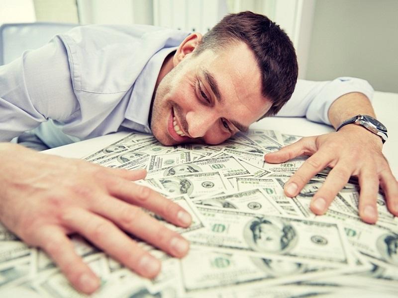 Кого из Зодиаков в феврале накроет денежная волна.