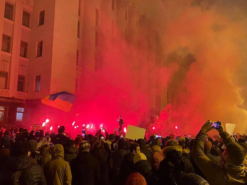 Протесты возле Офиса Президента