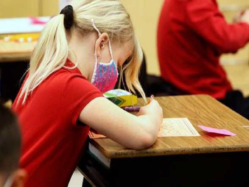 В отдельных областях Украины школьники продолжат обучение летом.