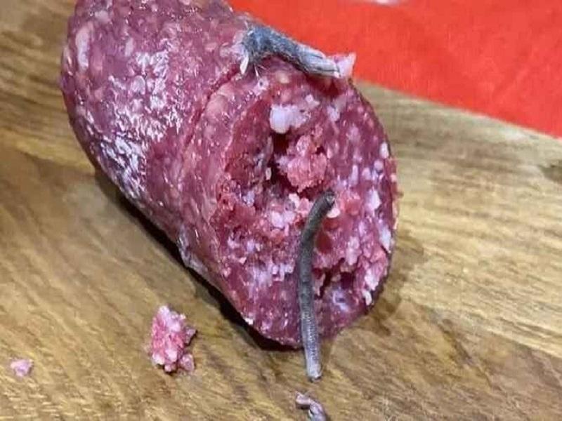 Семья из Житомира обнаружила в колбасе останки крысы.
