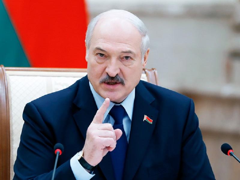 Лукашенко попытался обвинить Украину в отказе принять самолет Ryanair.