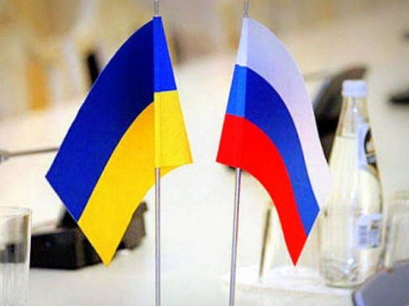 Флаги Украины и РФ