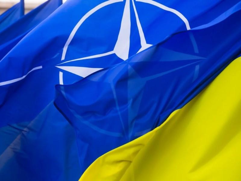Флаг НАТО и Украины
