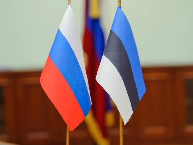 Флаги России и Эстонии