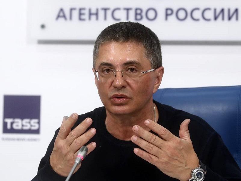 Панин хочет, чтобы кто-то плюнуть в лицо Соловьеву, а сам боится.
