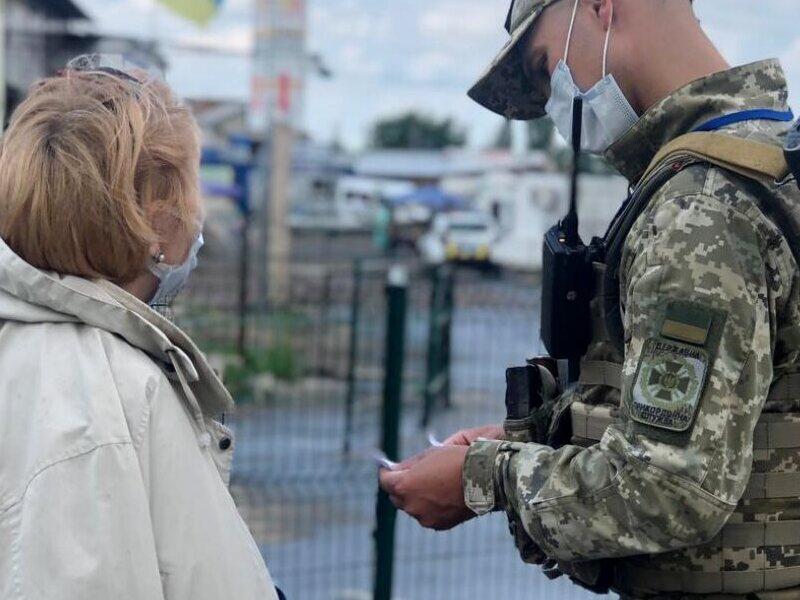 Молодые люди из ОРДЛО столкнулись с проблемой при оформлении паспорта Украины