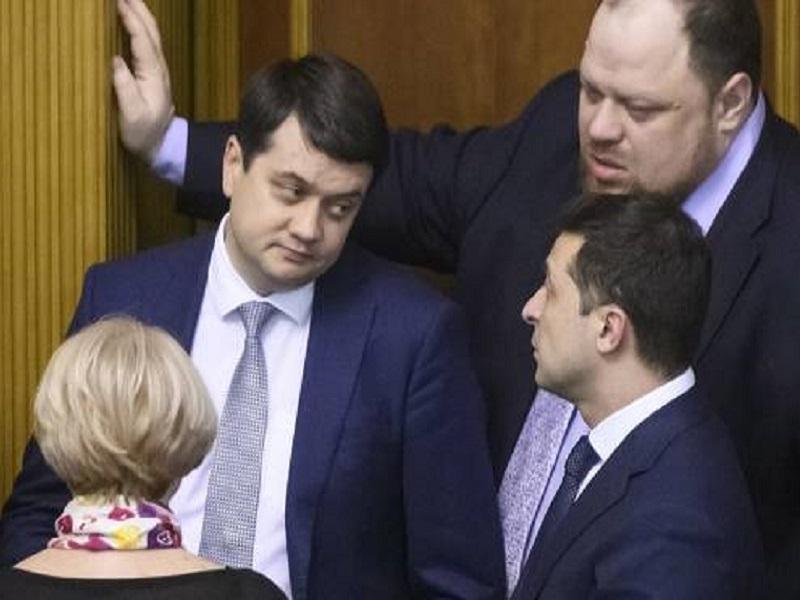 Стало известно о жестком конфликте между Зеленским и Разумковым.