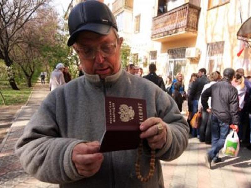 В ОРДЛО во всю раздают российские паспорта для незаконного голосования дончан на выборах в Госдуму РФ.
