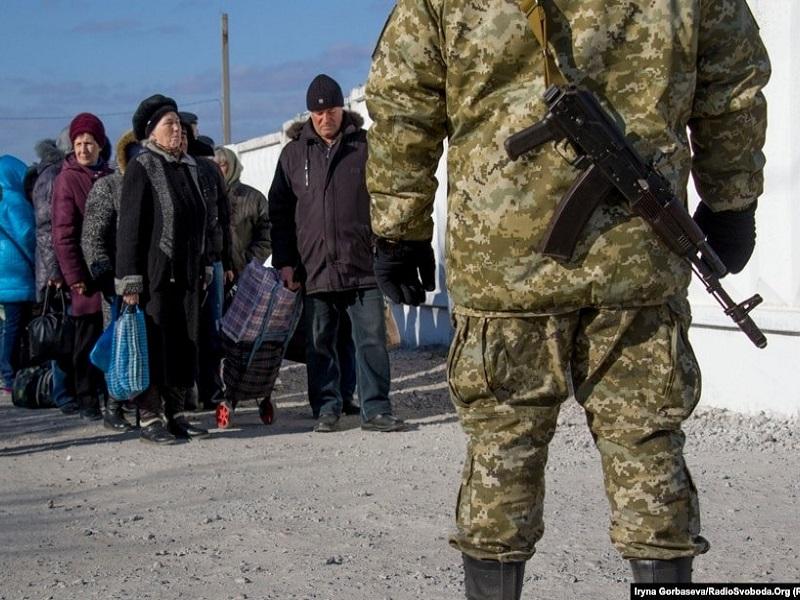 Переселенцы, выехавшие из Донбасса в Крым оказались гражданами третьего сорта.