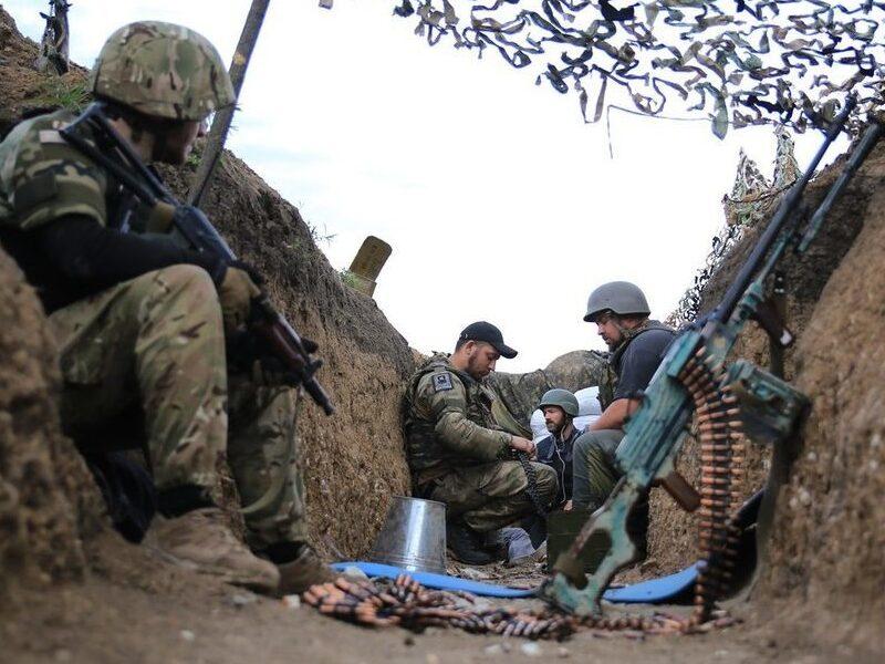 Бойцы ВСУ на передовой