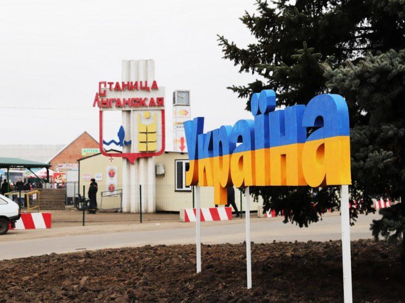 один из пунктов пропуска на линии разграничения на Донбассе