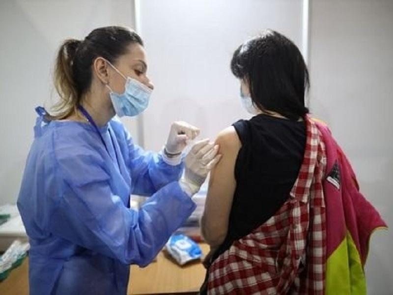 Названы причины, по которым людям нельзя делать прививку от COVID-19.