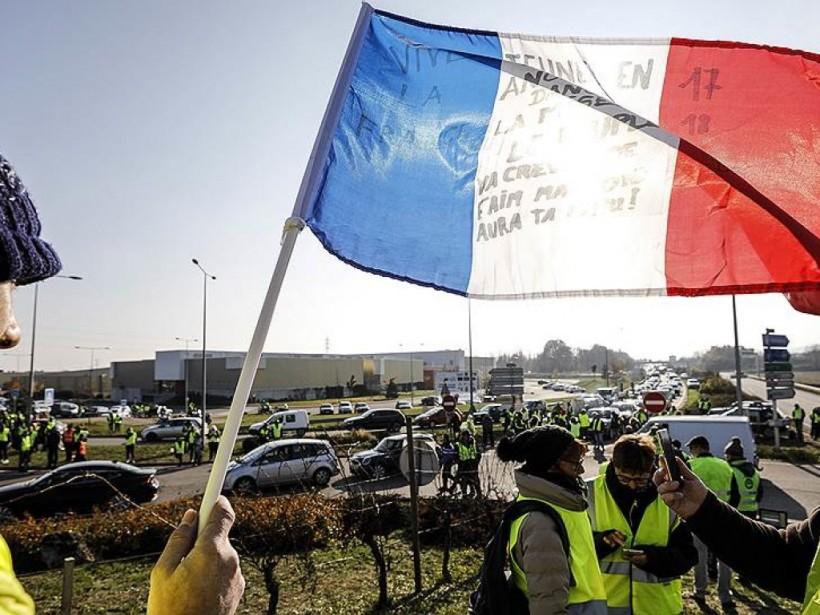 Европейский эксперт: новая социальная программа Макрона не остановит протесты «желтых жилетов»