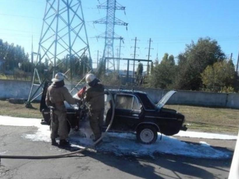 В Скадовске загорелся автомобиль во время движения