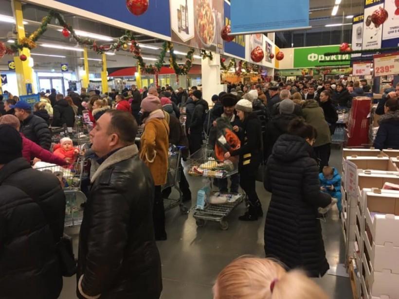 В Сети высмеяли предновогодний ажиотаж в магазинах (ФОТО)